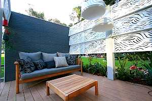 Outdeco Privacy Screen - Wooloomai (Painted White)